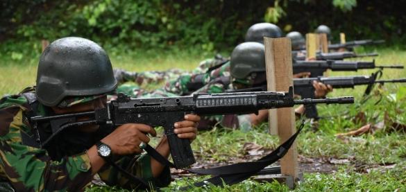 Anggota KOREM 152/Babullah Latihan Menembak