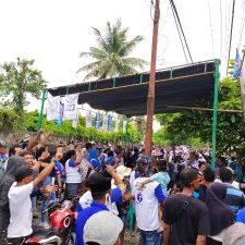 Warga Desa Rawa Mangoli Sambut kedatangan Paslon HT-Umar (Foto Rismit Theapon Liputanmalut)